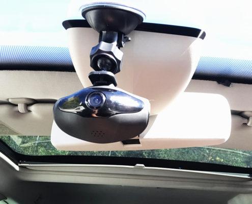 """Mobilicam - mise en situation de la camera """"Bubble"""" - disposition derriere le retroviseur - discrète et efficace"""